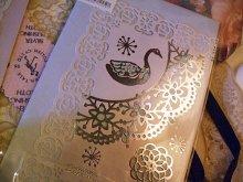 他の写真を見る2: 金箔押し薔薇レース切り絵ウエディングカード