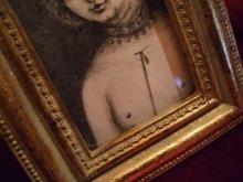 他の写真を見る2: uroko-額入り絵 「クラナッハの子」
