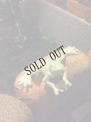 画像2: 蛙のちいさな置物・グリーン ムーブ・フロッグ