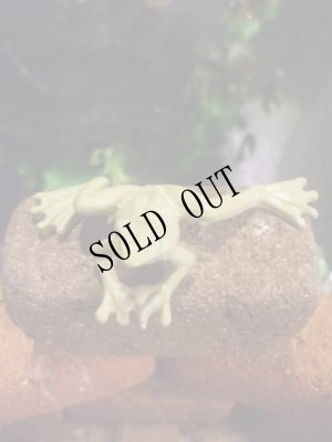 画像1: 蛙のちいさな置物・グリーン ムーブ・フロッグ
