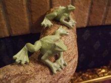 他の写真を見る3: 蛙のちいさな置物・グリーン ムーブ・フロッグ