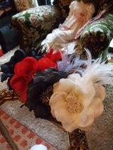 大輪の花です。羽飾りカチューシャラインストーンフラワー