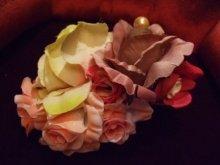 他の写真を見る2: 薔薇のブーケの髪飾り コンコルド