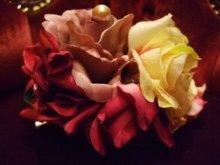 他の写真を見る1: 薔薇のブーケの髪飾り コンコルド
