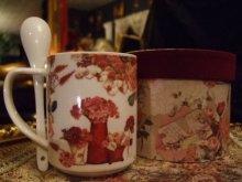 他の写真を見る3: 【再入荷】ボックスインマグカップ スプーンつき 薔薇と手紙のブーケ