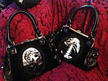 他の写真を見る3: 再入荷【Ver.2】gothic handbag human skeleton 骨格装飾ヴェルベットバッグ