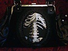 他の写真を見る1: 再入荷【Ver.2】gothic handbag human skeleton 骨格装飾ヴェルベットバッグ