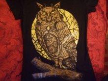他の写真を見る2: black t-shirt mechanical owl on the moon background