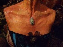 他の写真を見る3: Roberta・Vivianiカメオ風ペンダントネックレス