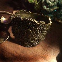 """他の写真を見る1: """"KEYHOLE BRASS"""" steampunk bracelet 鍵穴のブレスレット"""