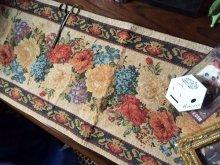 他の写真を見る1: 薔薇柄のゴブラン織りタッセル付き テーブルウェア