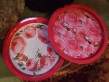 他の写真を見る1: 薔薇のブリキの円形ブリキトレイ