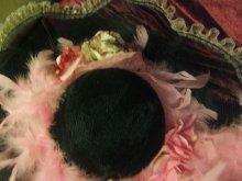 他の写真を見る2: 黒い麗人の大きな帽子