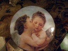 他の写真を見る1: 【再入荷】Adolphe William Bouguereau画 天使陶器小物入れ
