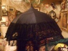 他の写真を見る3: 【再入荷】レーシーフリルアンティークデザインパゴダパラソル(日傘)