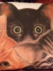 画像2: [ラスト]三匹猫のピローサイズクッション (2)