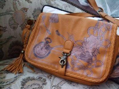 画像2: [SALE]懐中時計と薔薇の柄が魅力的フローズショルダーバッグ
